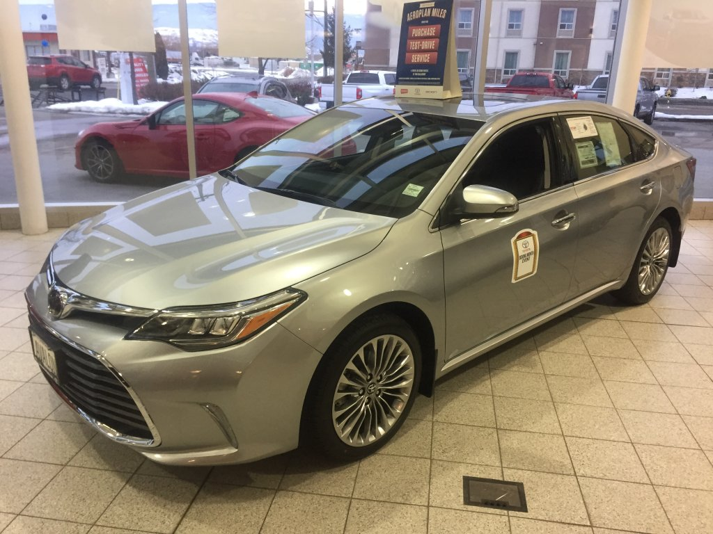 2017 toyota avalon for sale in vernon bc new toyota sales. Black Bedroom Furniture Sets. Home Design Ideas